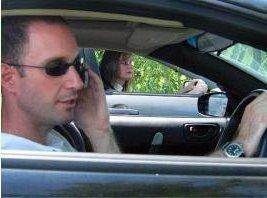 cellphone_in_car